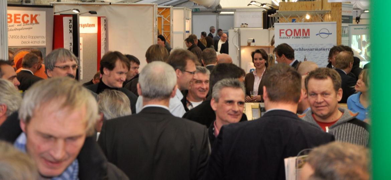 Menschenmenge auf einem Forum